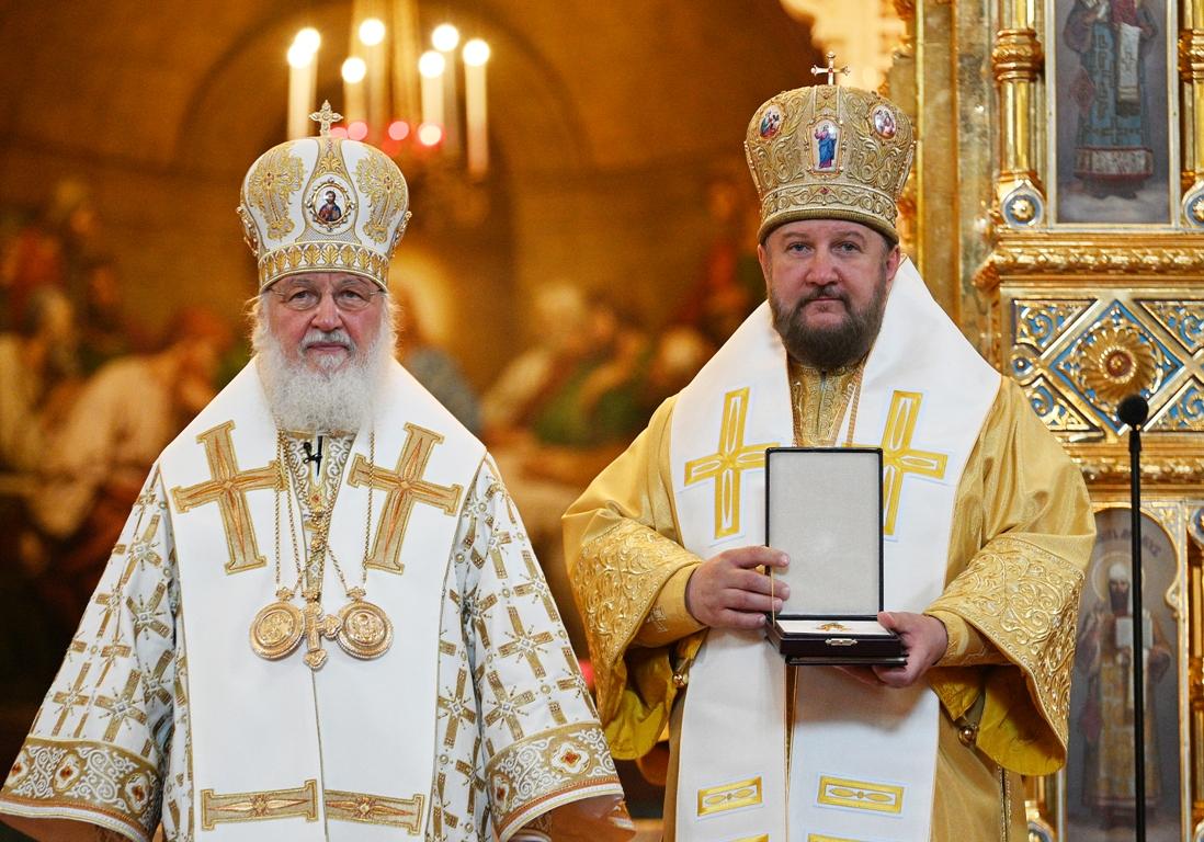 Руски Патријарх Кирил уручио орден Епископу моравичком Антонију