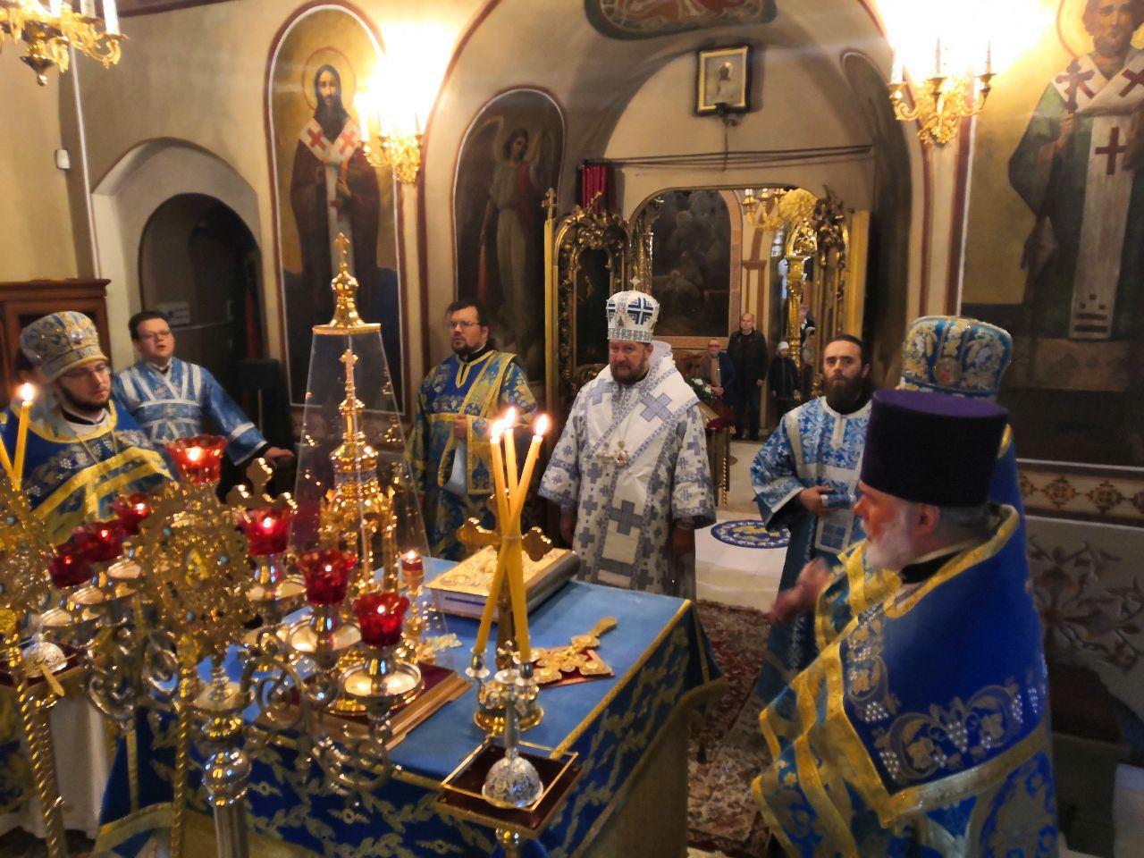 Празник Казанске иконе Пресвете Богородице свечано обележен на Подворју СПЦ у Москви