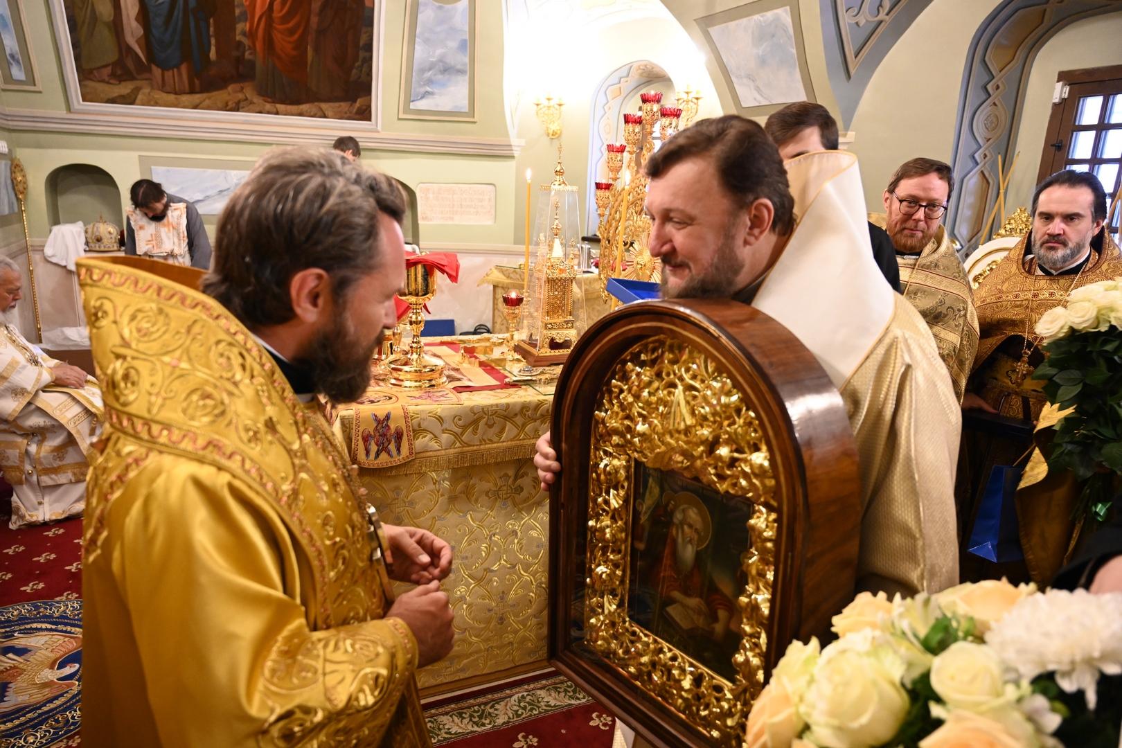 Света Архијерејска Литургија на Черниговском патријарашком подворју у Москви