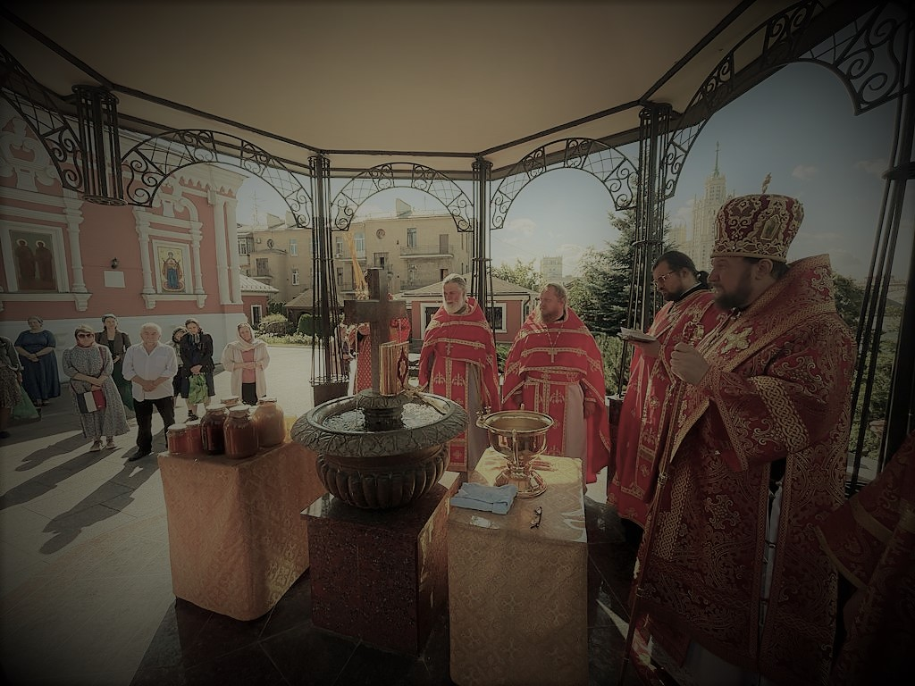 Празник Изношења Часног Крста и Светих мученика Макавеја у Подворју СПЦ у Москви