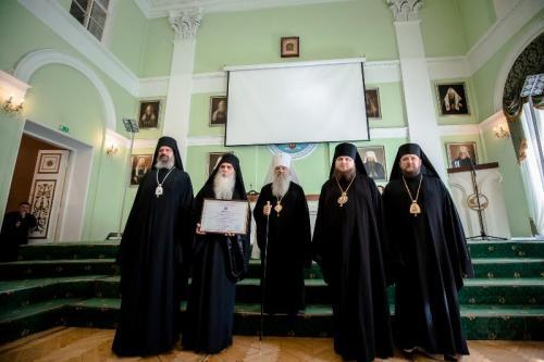 Епископу бачком Иринеју уручен почасни докторат (01.09.2019)