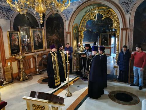 Прво бденије на Подворју СПЦ у Москви (01.04.2020)