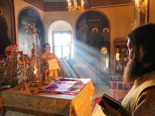 Света Литургија у недељу 25. октобра 2020. године