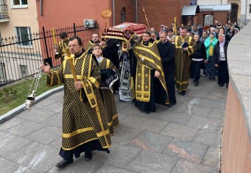 Јутрење Велике суботе - чин погребења Спаситеља (30.04.2021)